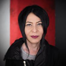 Нора Разлогова